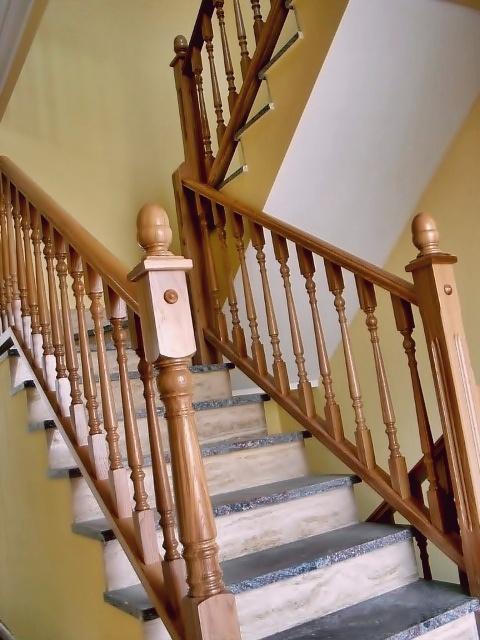 esbais escaleras y barandillas de scar On balaustres de madera